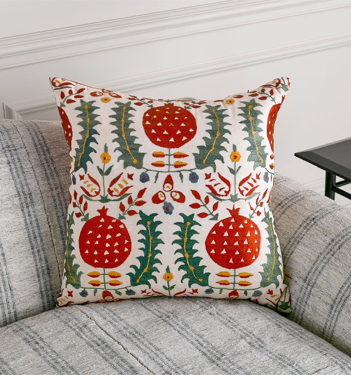 Large Susani Cushion Pattern 39M Green and Red